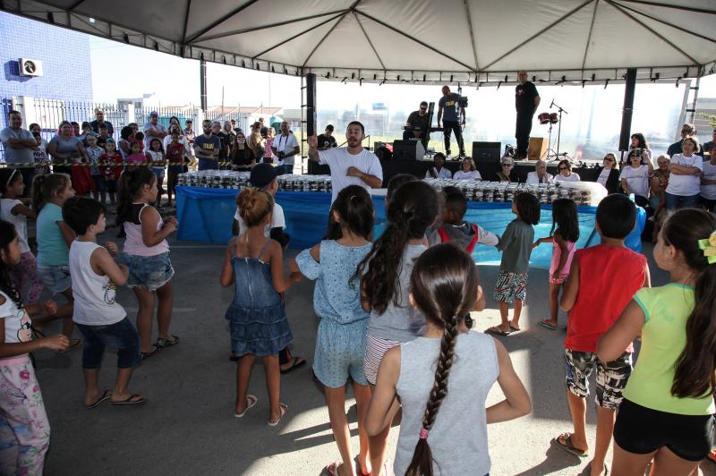 Santa Regina recebeu corte de bolo e atrações culturais