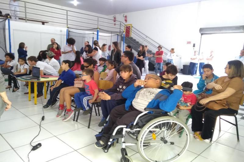 Centro Municipal de Educação Alternativa de Itajaí comemora 20 anos com espetáculo inclusivo
