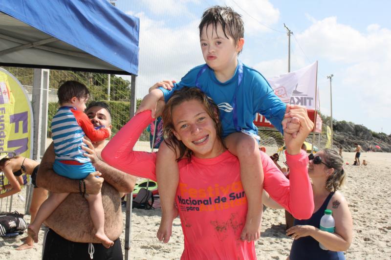 Terceira edição do Down Surf Festival reúne 90 atletas em Itajaí