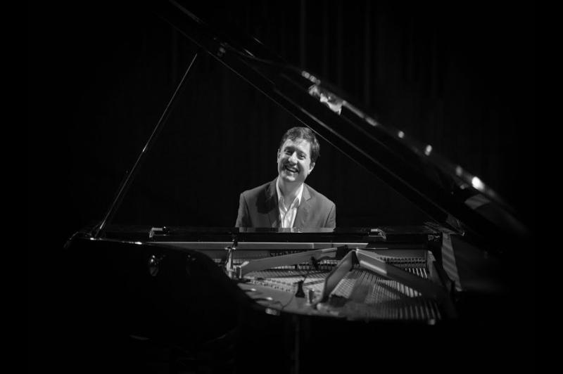 Conservatório de Música promove workshop online com pianista e arranjador