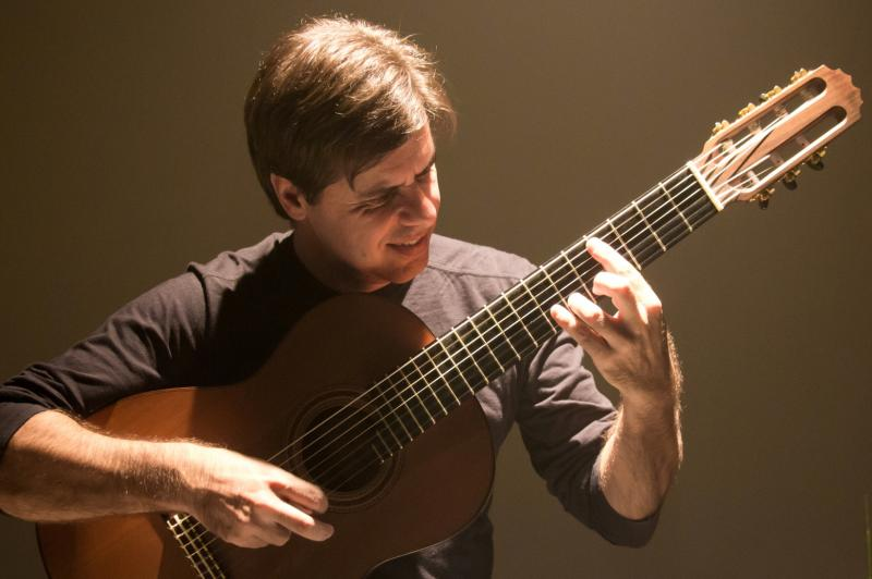 Violonista itajaiense representa o Brasil na Cúpula Ibero-Americana de Violão