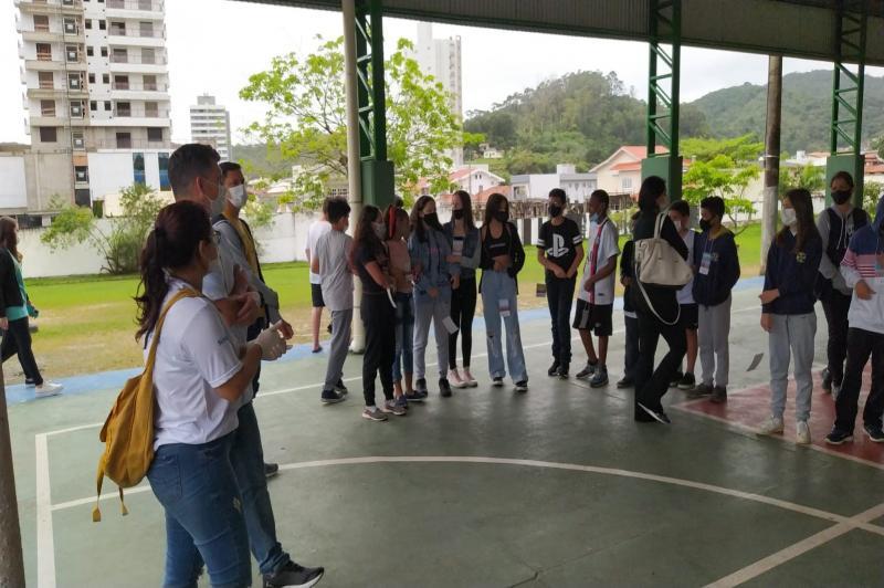 Agentes mirins de combate à dengue participaram de primeira ação prática