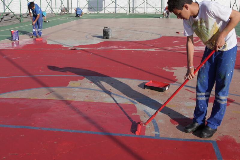 Quadra da Pra�a Pedro Mendon�a recebe pintura