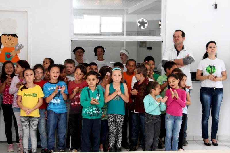 Pau-Brasil � plantado em escola de Itaja�