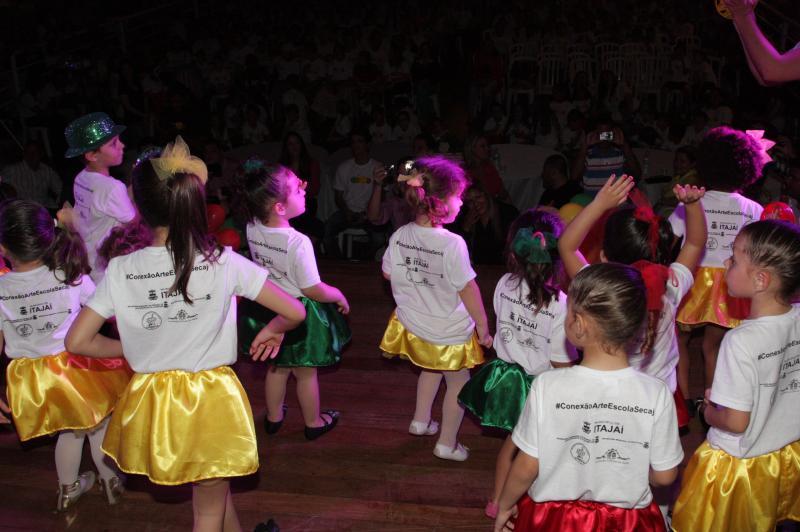 Domingo � dia de divers�o para crian�as na Pra�a Gen�sio Miranda Lins