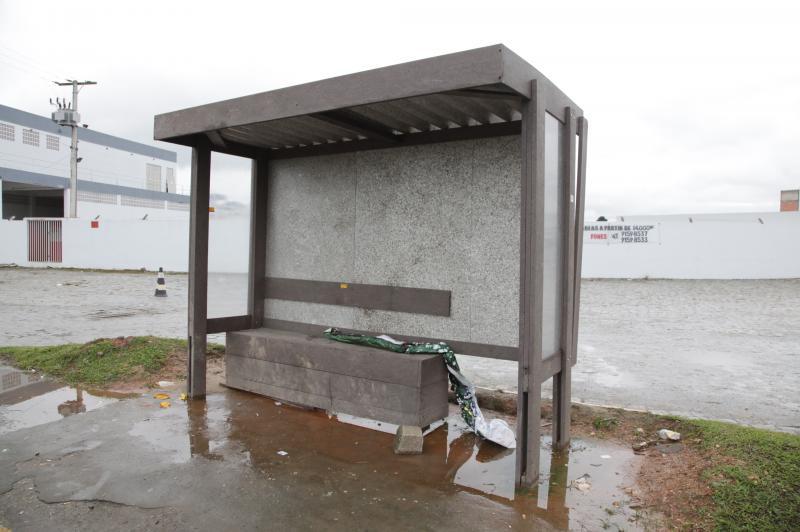 Pontos de �nibus ecol�gicos s�o alvo de vandalismo