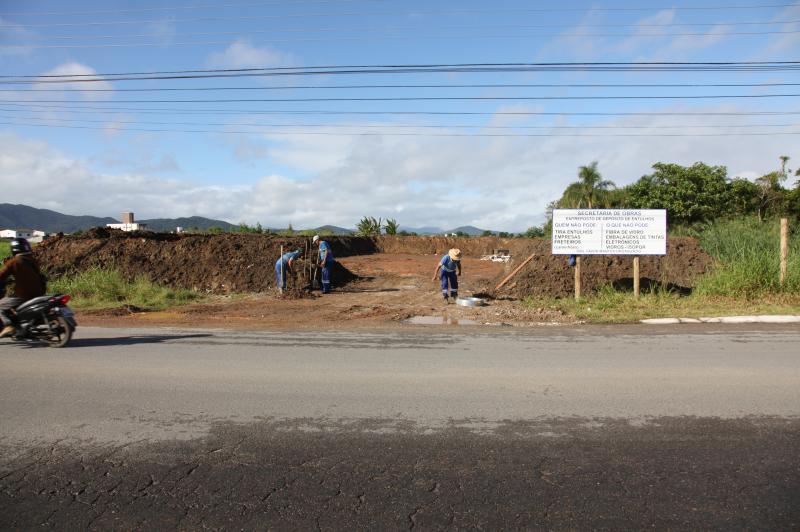Combate � dengue: dois terrenos recebem entulhos