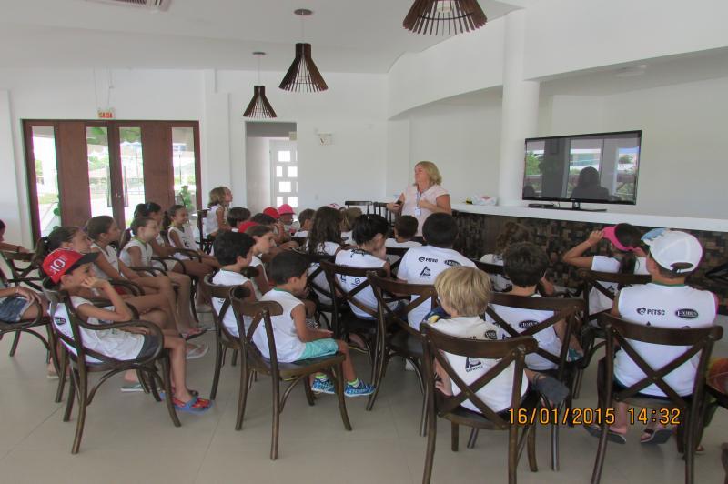 Famai realiza palestras em escolas e empresas da regi�o