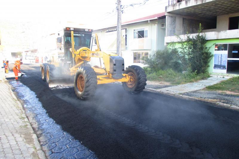 Ruas s�o pavimentadas no Centro e no Imaru�