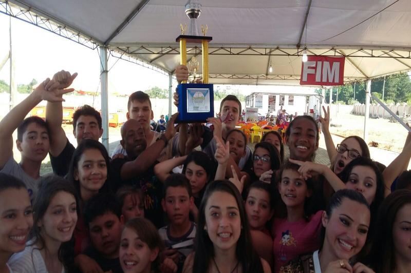 Escola Itajaiense vence concurso regional de bandas e fanfarras