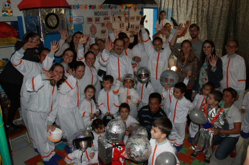 Unidade Escolar promove viagem imagin�ria � lua