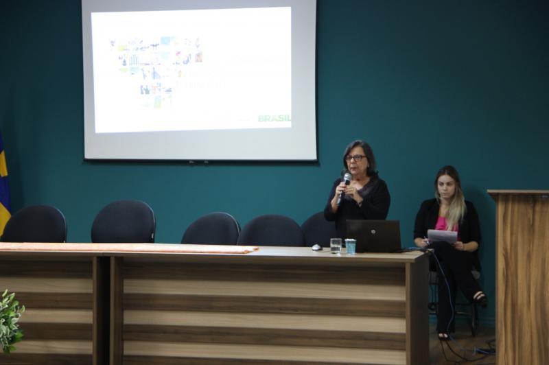 Coordenadora Geral de Educa��o Infantil do MEC palestra em Itaja�