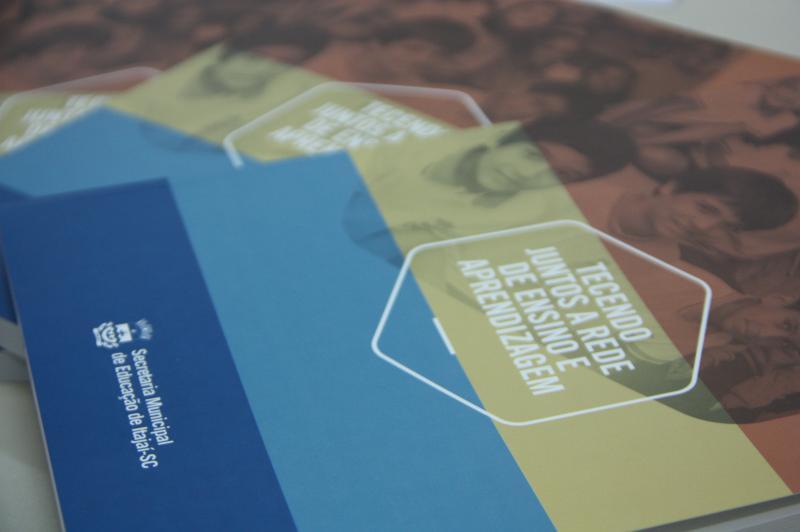 Secretaria de Educa��o lan�a livro que relata a evolu��o do Ensino no munic�pio