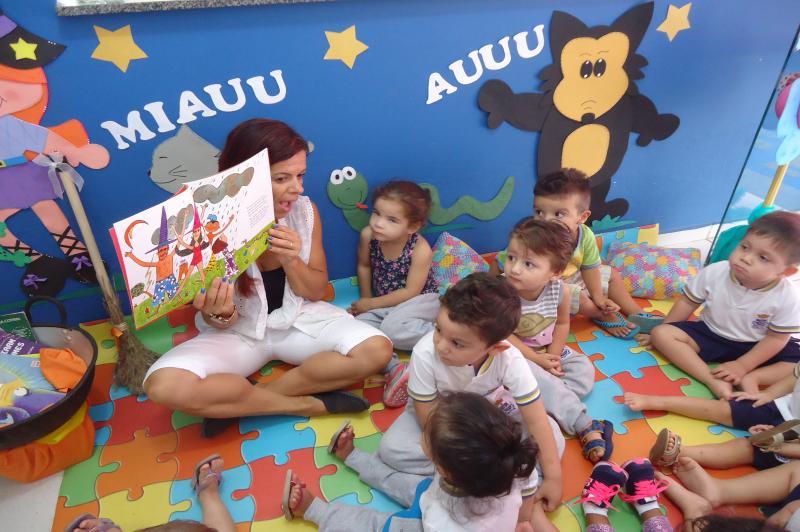 CEI Anninha Linhares promove semana liter�ria com autores brasileiros