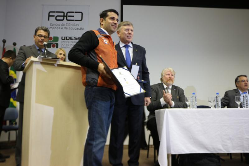 Defesa Civil de Itaja� recebe Medalha ao M�rito Colombo Machado Salles