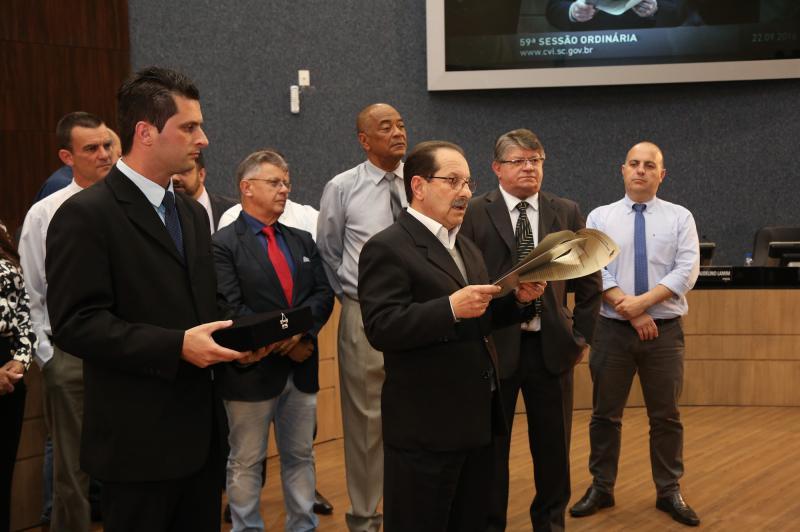 Educa��o recebe Mo��o de Congratula��es e Reconhecimento na C�mara de Vereadores de Itaja�