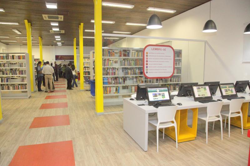 Biblioteca P�blica � reaberta com lan�amento do Anu�rio de Itaja�