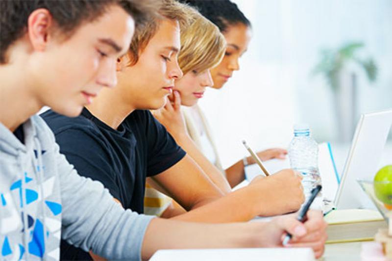Jovens em busca do 1º emprego recebem orientação profissional