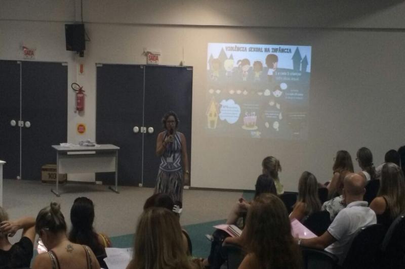 Diretoras de escolas municipais recebem informações sobre sexualidade