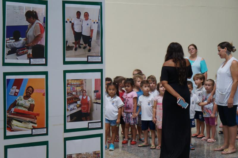 Alunos do CEI visitam exposição Retrato da Mulher Brasileira