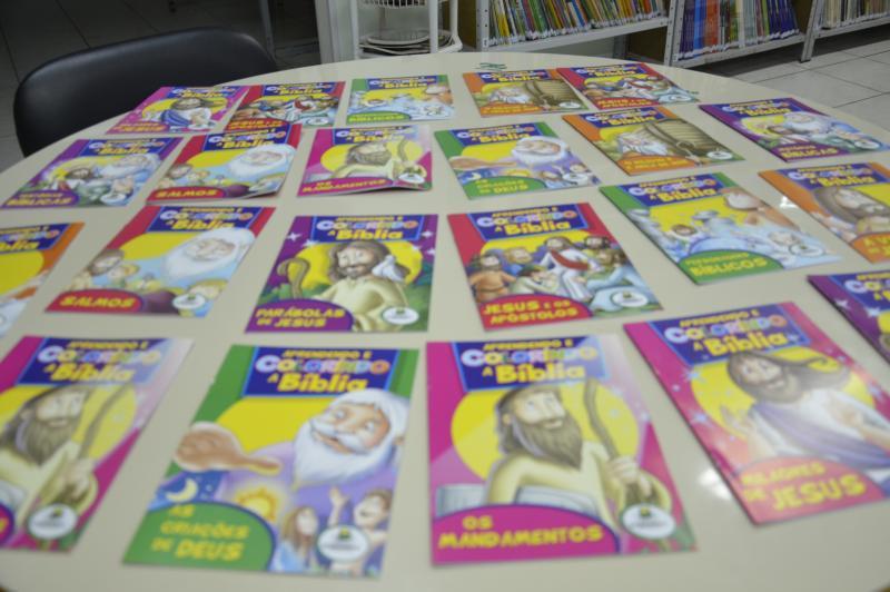 Alunos da Escola Nilton Kucker recebem doação de livros