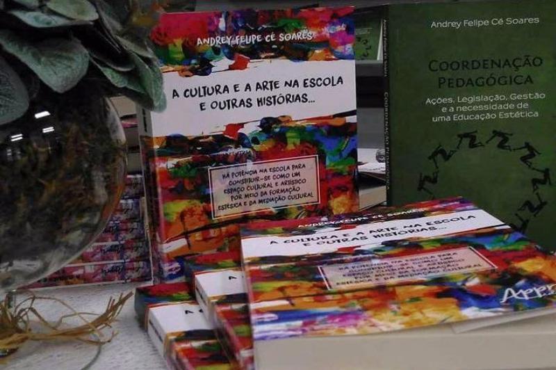 """Professor de Itajaí lança o livro """"A Cultura e a Arte na Escola e outras histórias"""""""