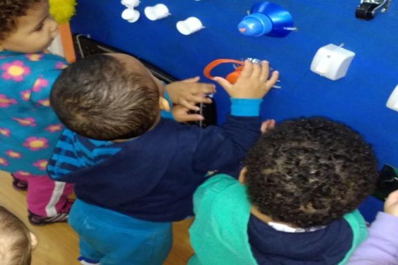 CEI Maria Regina Coppi Vicente implanta quadro de atividades sensoriais