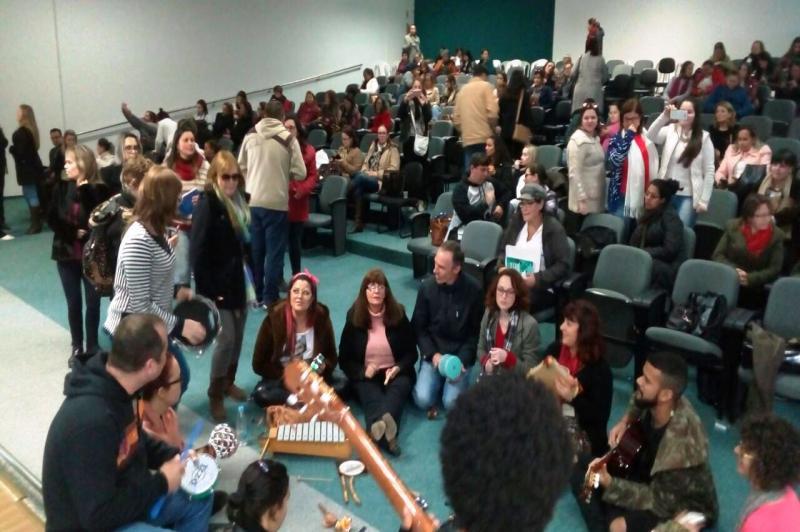 Realizado o II Fórum Brasileiro de Musicoterapia e Autismo na Secretaria de  Educação de Itajaí