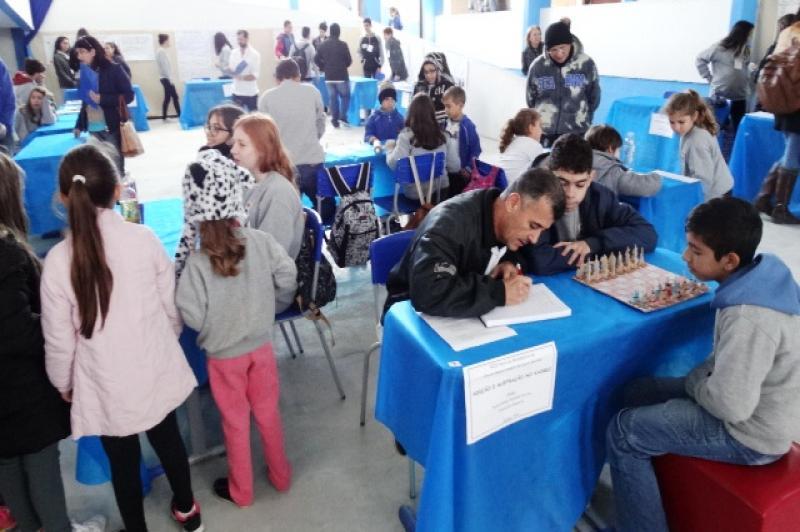 Escola Gaspar da Costa Moraes promove Feira de Matemática
