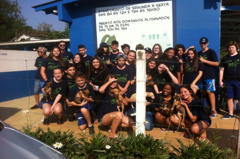 Alunos do Colégio Fayal visitam Unidade de Acolhimento Provisório de Animais
