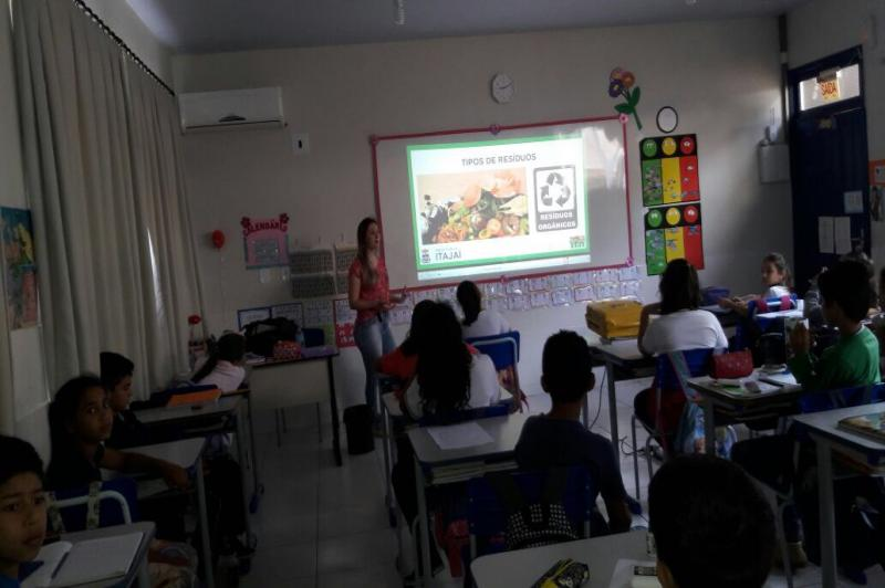 FAMAI nos Bairros realiza palestra sobre Resíduos Sólidos