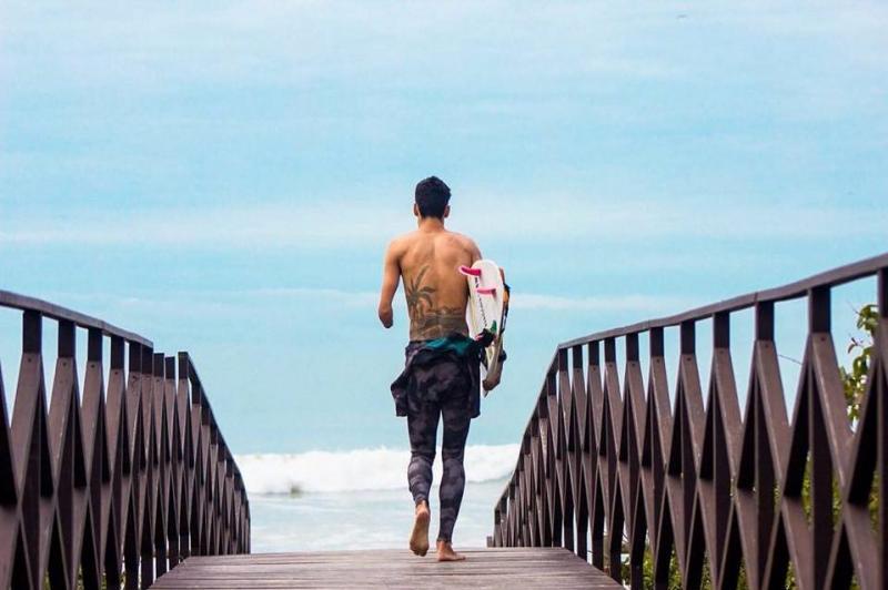 Documentário sobre surfista de Itajaí com deficiência física será lançado nesta quarta-feira (11)