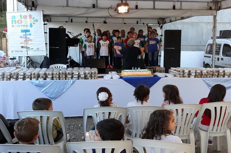 Dez mil fatias de bolo foram distribuídas na programação do aniversário de Itajaí