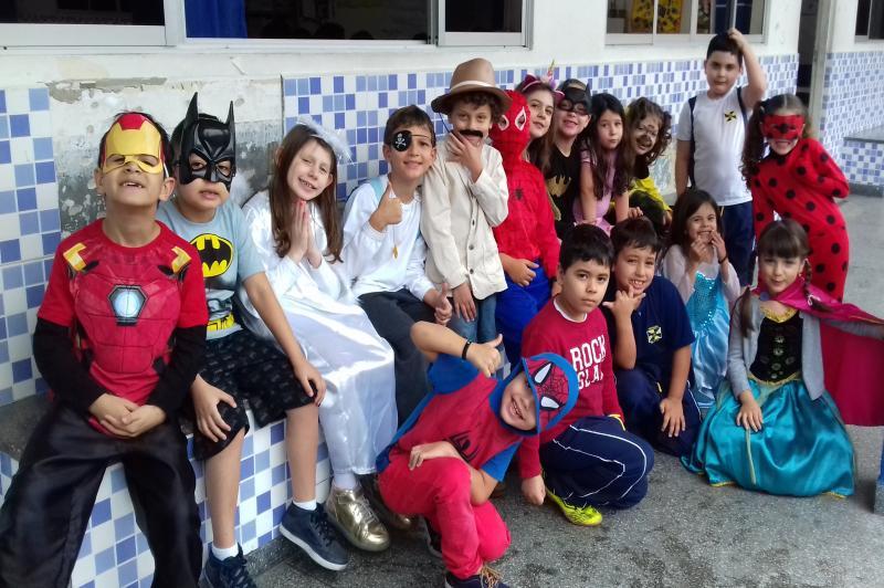 Avelino Werner homenageia crianças e professoras