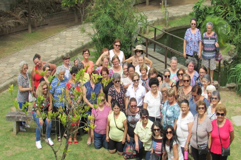 Idosas do Centro de Arte e Lazer visitam Viveiro de Mudas Nativas