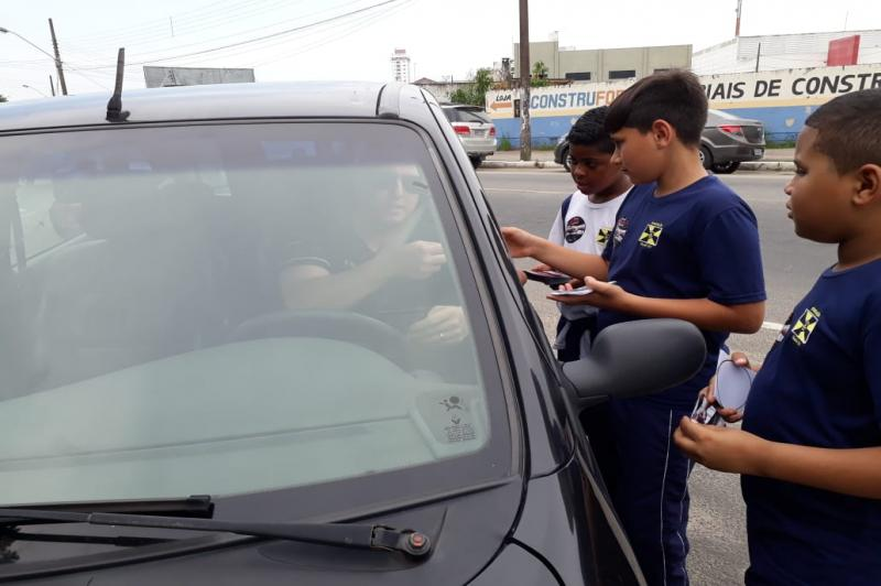 Alunos da Escola João Duarte realizam blitz contra o racismo
