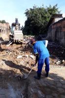 Sala de Situação de combate à dengue viabiliza demolição de imóvel com risco à saúde