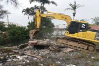 Município realiza demolição de galpões abandonados com risco para saúde e segurança