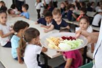 Frutas e verduras orgânicas são inseridas na alimentação da Rede Municipal de Ensino
