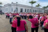 Caminhada de conscientização e prevenção do câncer de mama reúne mais de 100 pessoas