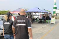 Operação Verão fiscaliza restaurantes, quiosques e ambulantes nas praias de Itajaí