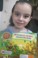 Escola da Inteligência distribui livros para desenvolvimento das atividades em casa
