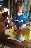 Alunos da Educação Infantil recebem livros e são incentivados ao primeiro contato com a poesia