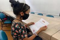 Profissionais de saúde da UPA CIS recebem cartas de apoio escritas por crianças