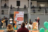 Escola Básica Aníbal César realiza entrega dos livros da Escola da Inteligência