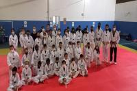 Projeto de iniciação esportiva incentiva novos talentos no taekwondo
