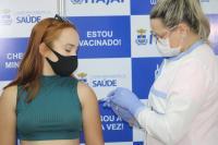 Vacinação de adolescentes e reforço para idosos com 85 anos ou mais começa segunda-feira