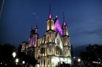 Igreja Matriz fica iluminada para o Outubro Rosa