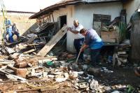 Sala de Situação realiza limpeza em residência com focos do Aedes Aegypti