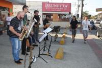 Bairros recebem intervenções musicais com PercuSax